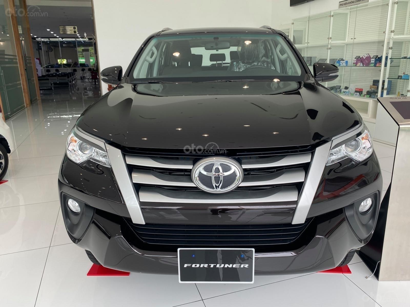 Bán xe Toyota Fortuner năm sản xuất 2019, màu đen (1)