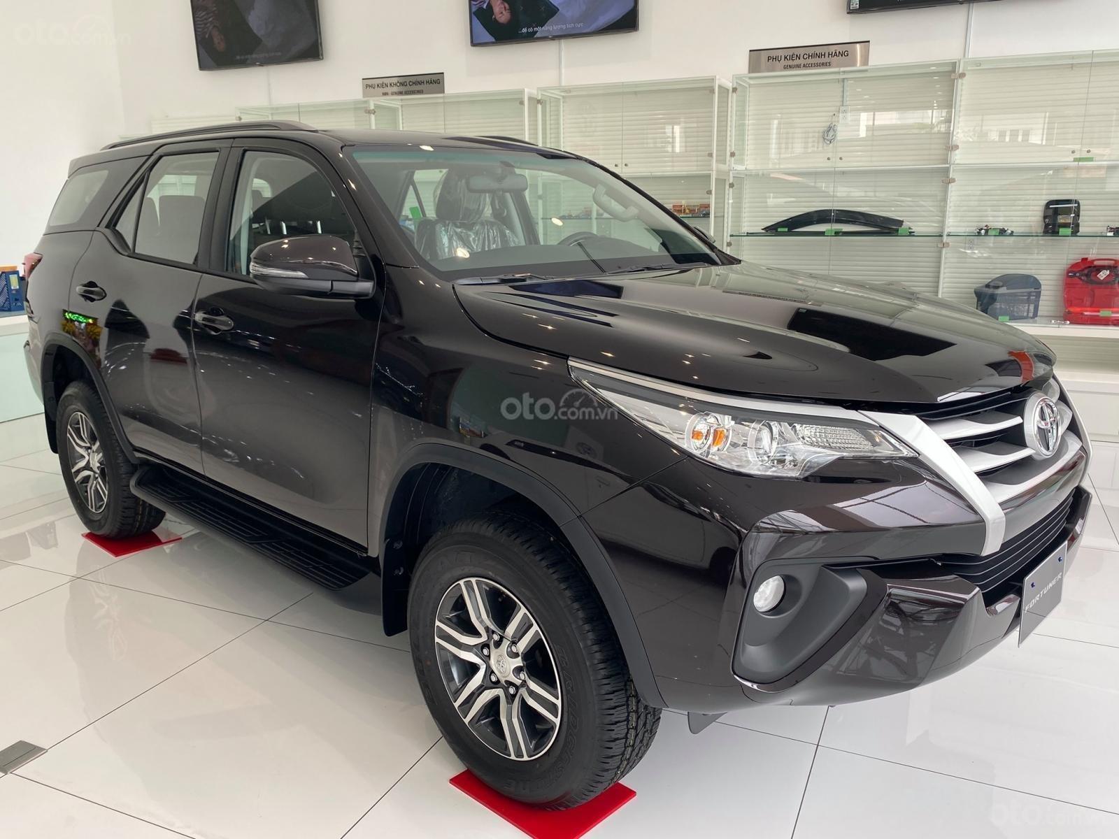 Bán xe Toyota Fortuner năm sản xuất 2019, màu đen (2)