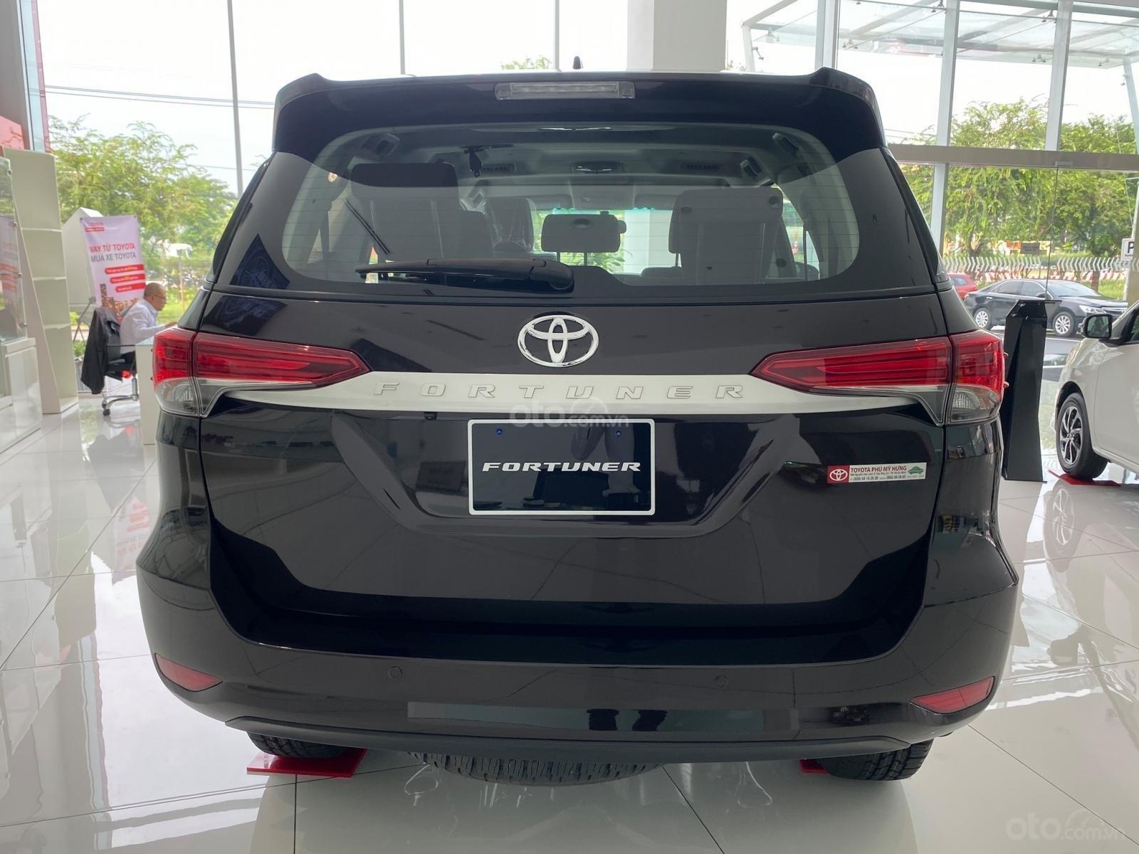 Bán xe Toyota Fortuner năm sản xuất 2019, màu đen (4)
