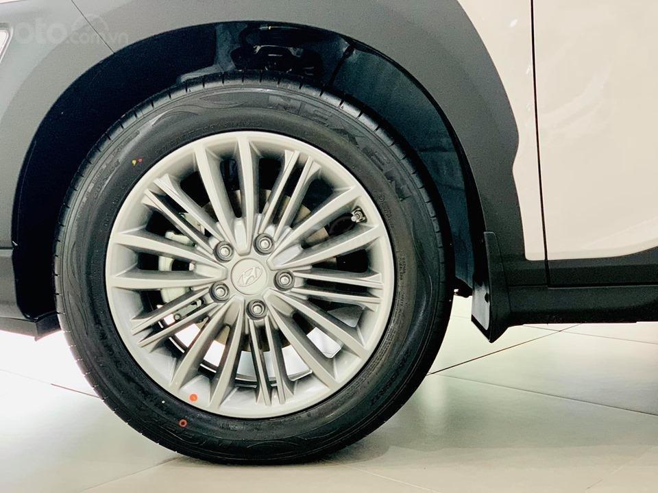 Hyundai Kona giá bán cạnh tranh, khuyến mãi quà tặng phụ kiện giá trị thật (4)