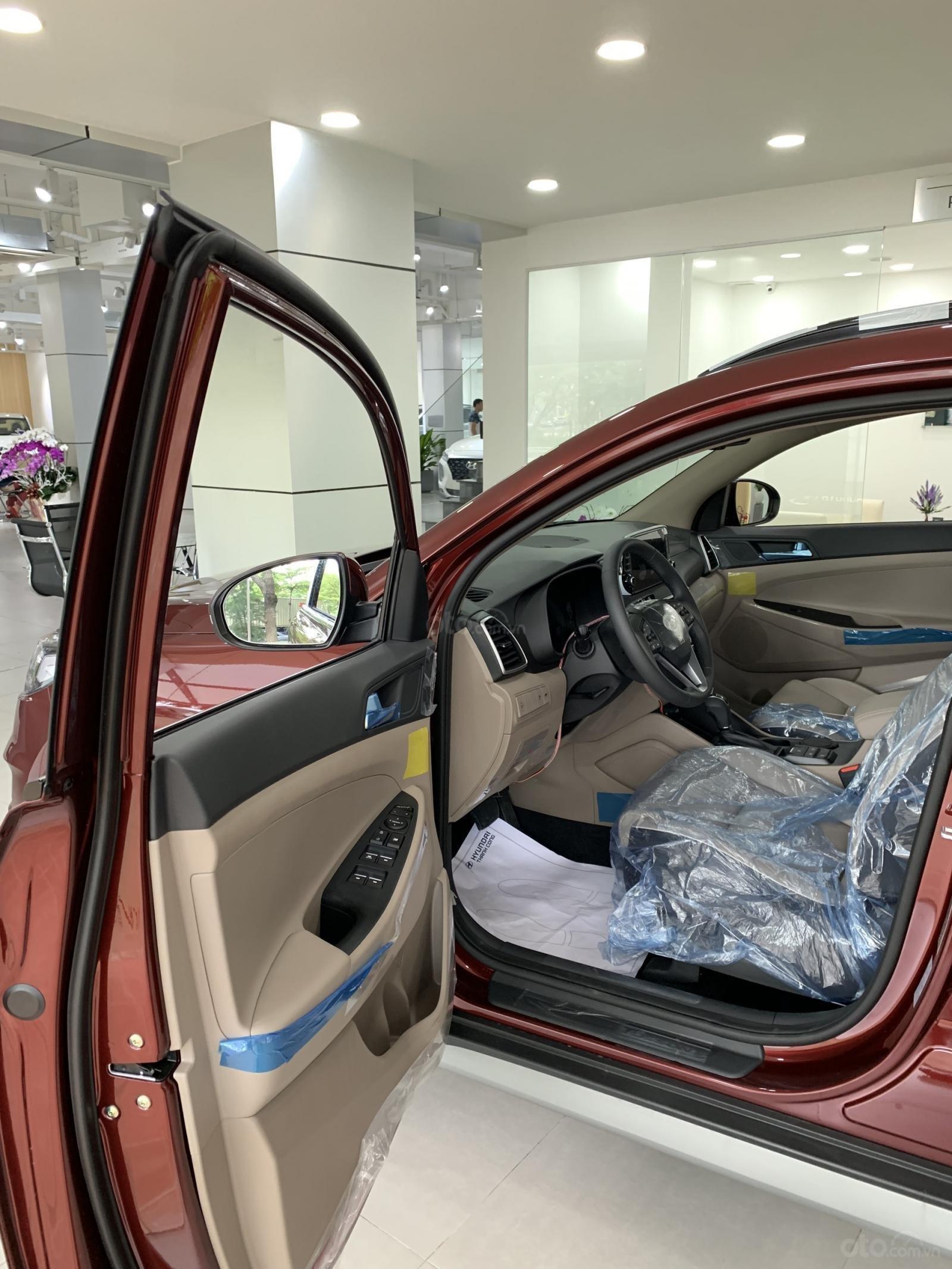 Hyundai Tucson giá bán cạnh tranh, quà tặng khuyến mãi phụ kiện giá trị thật (8)