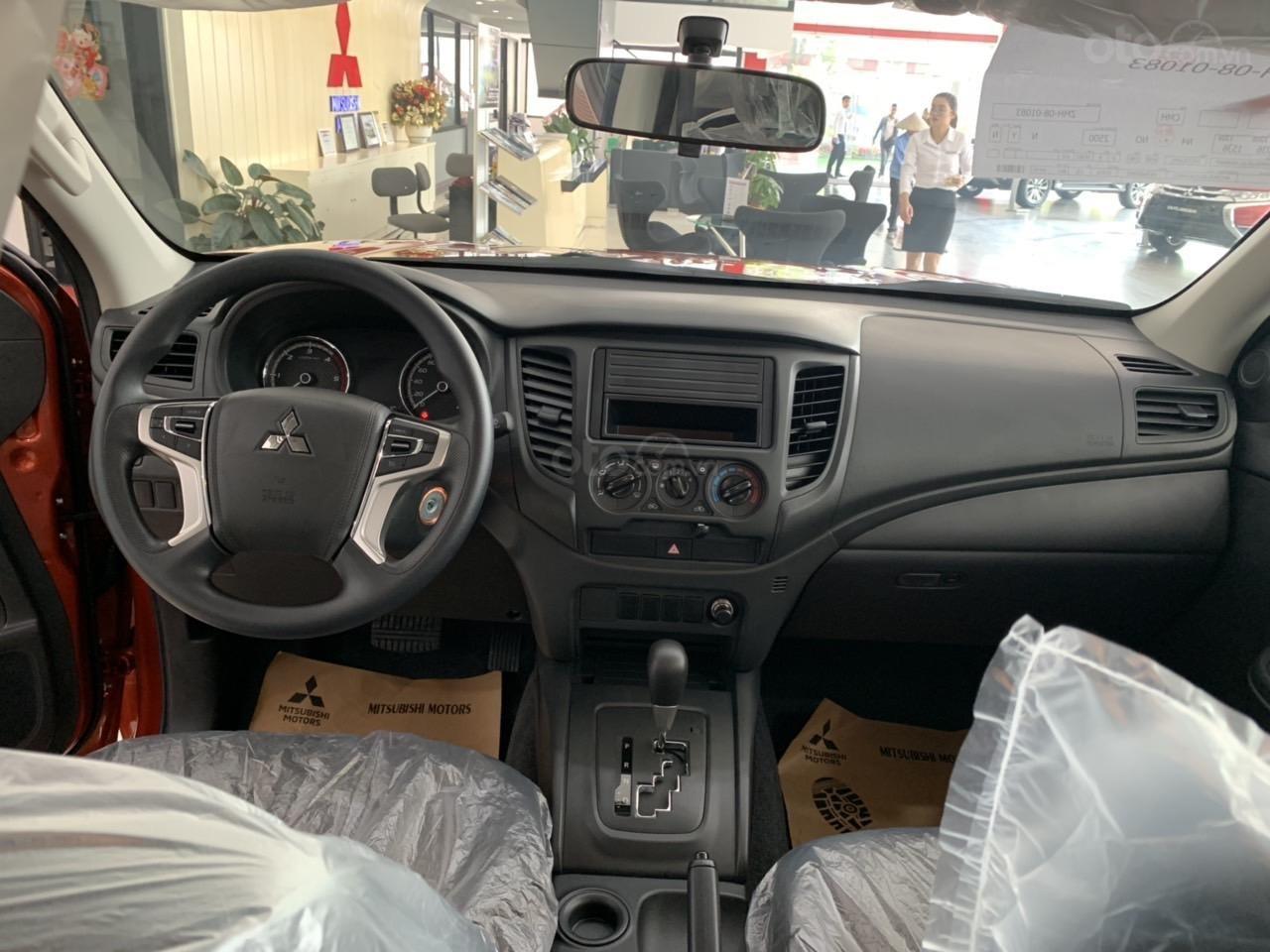 Mitsubishi Triton 4x2 AT Mivec màu cam nhập khẩu giá chỉ 630 triệu, giảm giá tốt nhất thị trường (7)