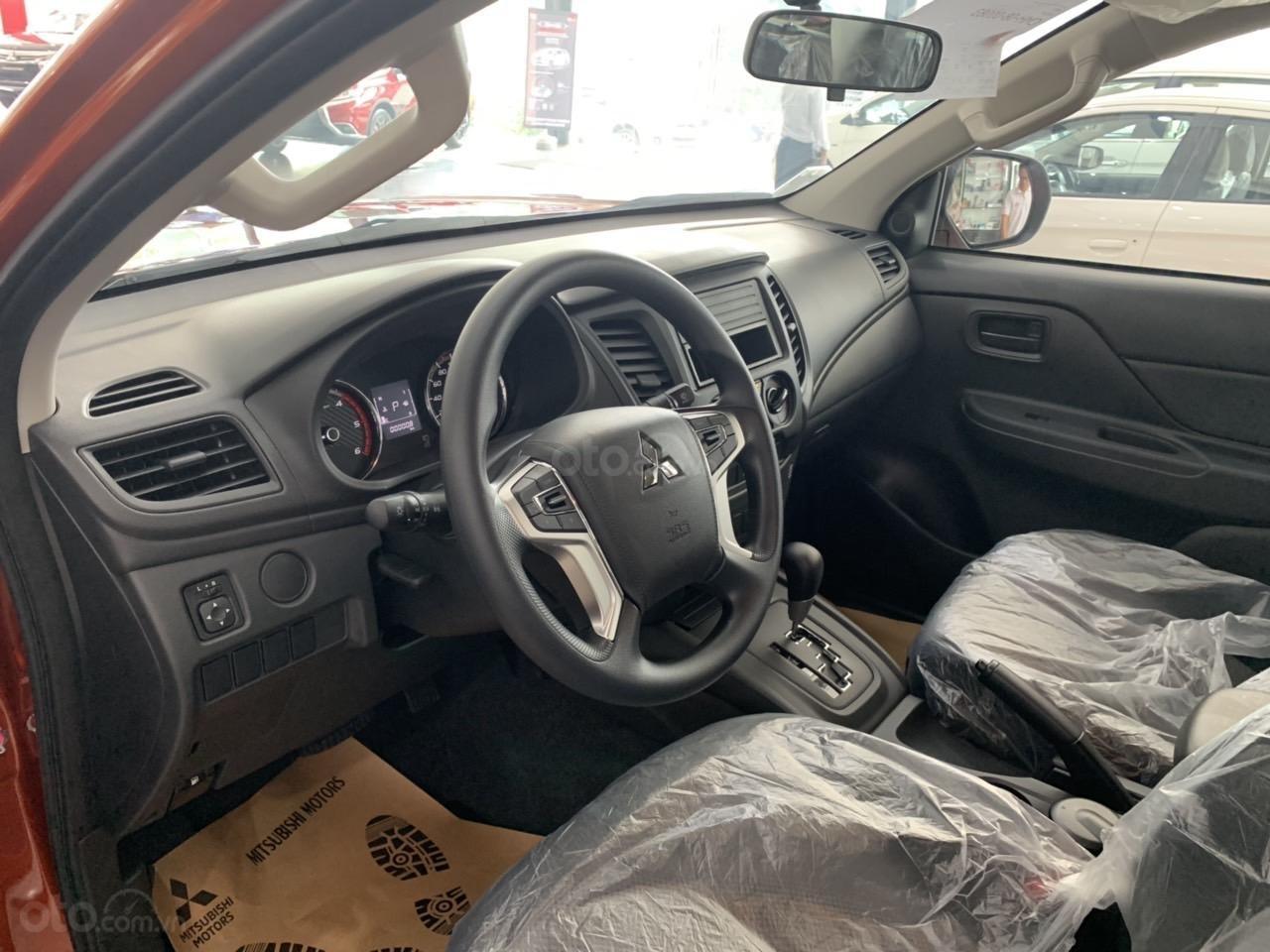 Mitsubishi Triton 4x2 AT Mivec màu cam nhập khẩu giá chỉ 630 triệu, giảm giá tốt nhất thị trường (8)