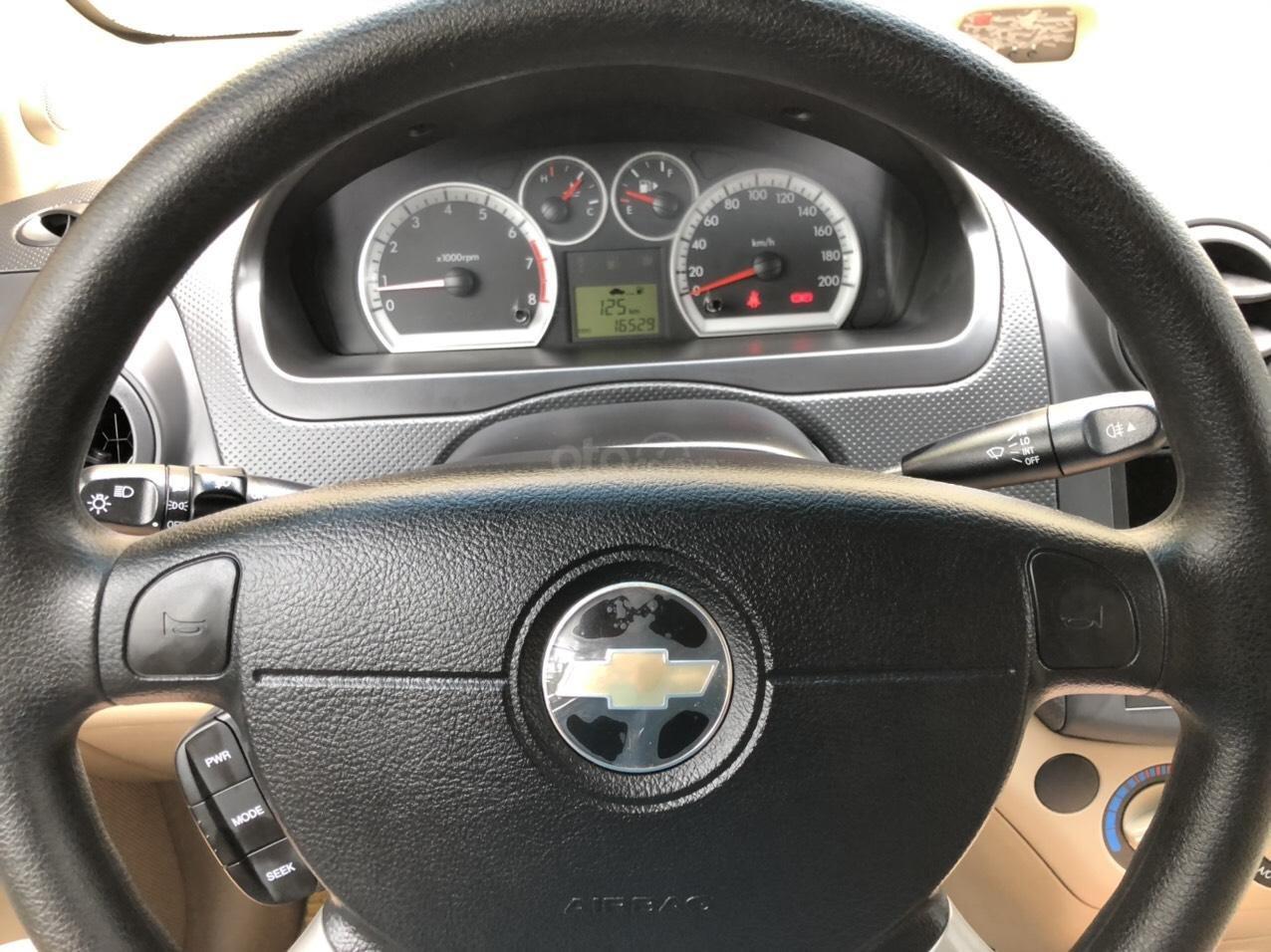Cần bán xe Chevrolet Aveo sản xuất năm 2017, màu đen, 305 triệu (6)