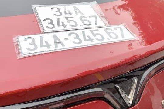"""Liên tục xuất hiện biển số """"vàng"""" trên các mẫu xe VinFast LUX - Ảnh 2."""