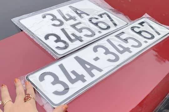 """Liên tục xuất hiện biển số """"vàng"""" trên các mẫu xe VinFast LUX - Ảnh 1."""