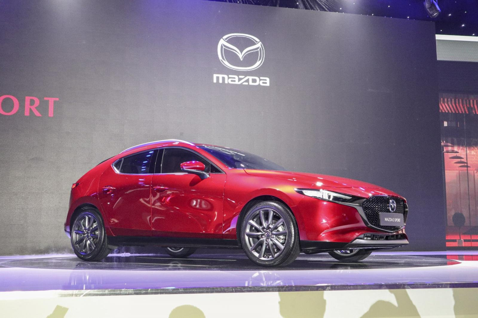 Đánh giá xe Mazda 3 Sport 2020 2.0L Premium: Thiết kế đầu xe.