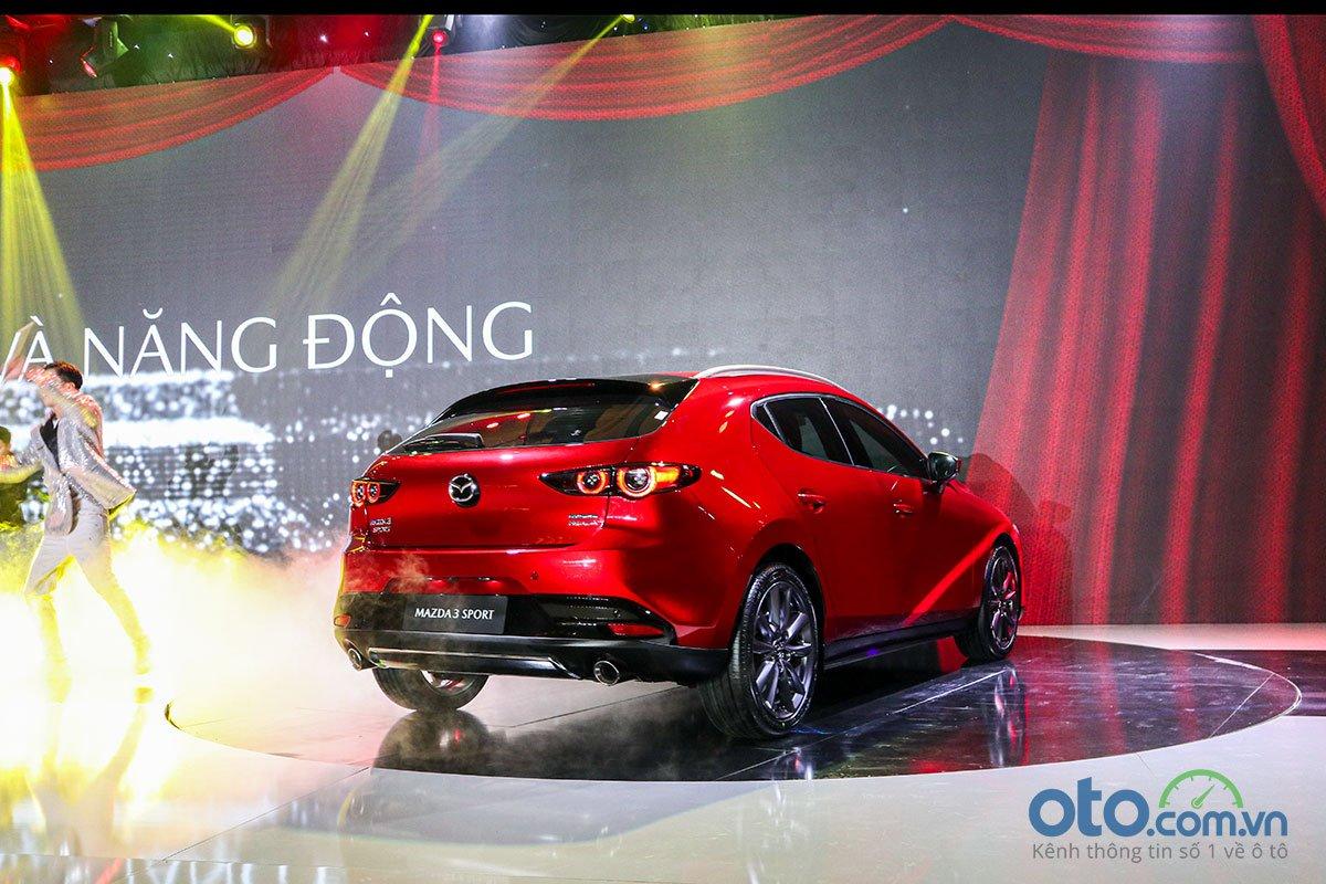 Đánh giá xe Mazda 3 Sport 2020 2.0L Premium: Thiết kế đuôi sau theo phóng cách Fastback thể thao.