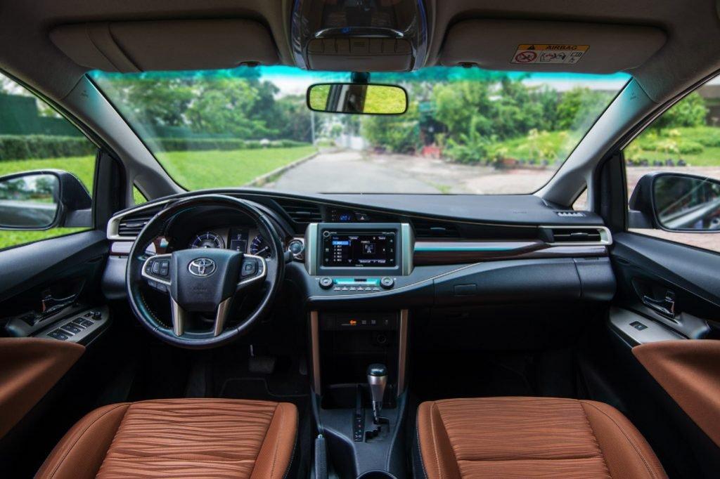 Toyota Innova giảm tới 100 triệu đồng, quyết tâm giành lại ngôi vương phân khúc MPVa