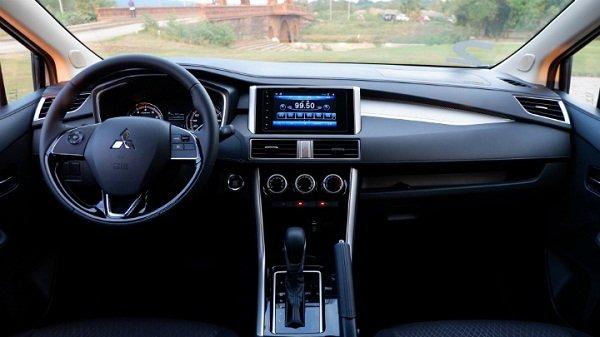 Toyota Innova giảm tới 100 triệu đồng, quyết tâm giành lại ngôi vương phân khúc MPVá