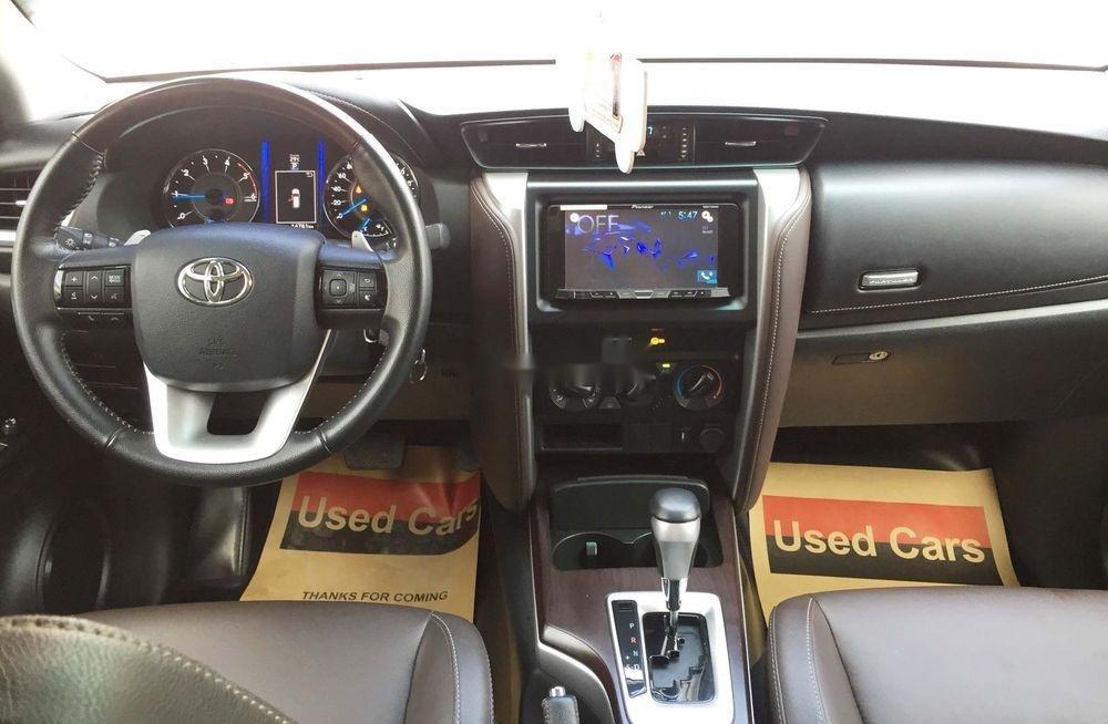Cần bán gấp Toyota Fortuner năm sản xuất 2019, màu bạc, nhập khẩu nguyên chiếc  (3)