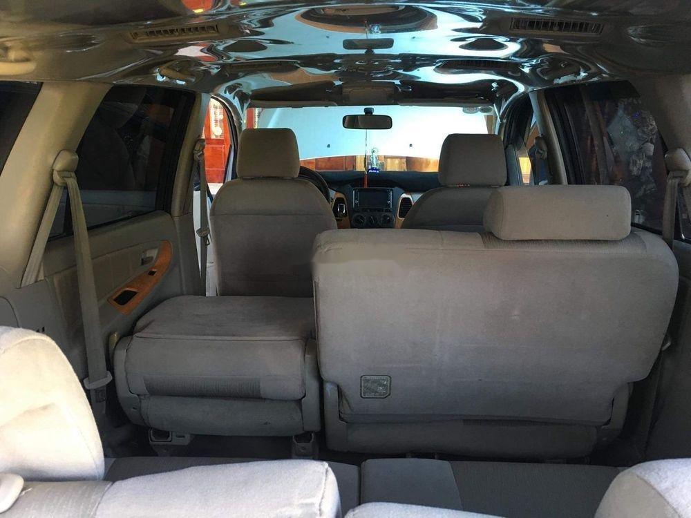 Cần bán Toyota Innova đời 2010, màu bạc còn mới (4)