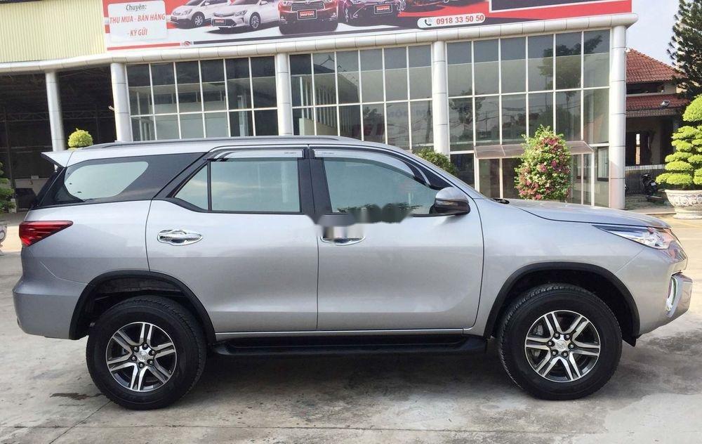 Cần bán gấp Toyota Fortuner năm sản xuất 2019, màu bạc, nhập khẩu nguyên chiếc  (10)
