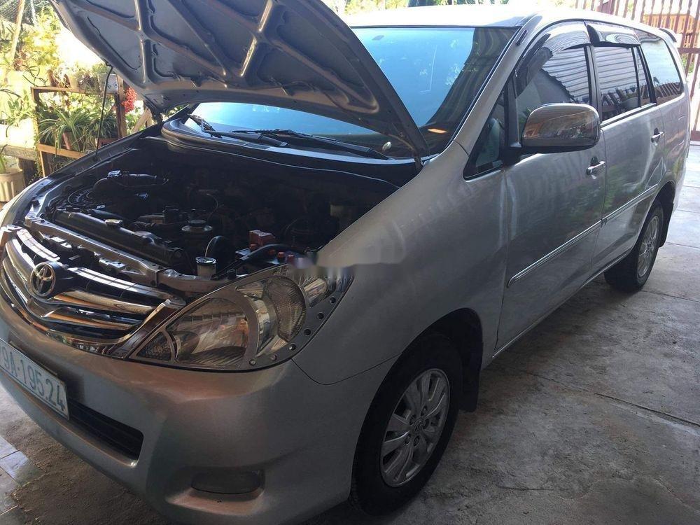 Cần bán Toyota Innova đời 2010, màu bạc còn mới (3)