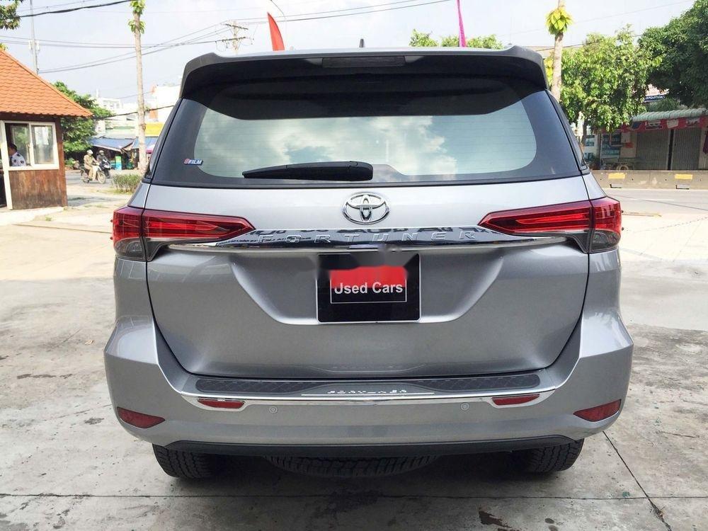 Cần bán gấp Toyota Fortuner năm sản xuất 2019, màu bạc, nhập khẩu nguyên chiếc  (11)