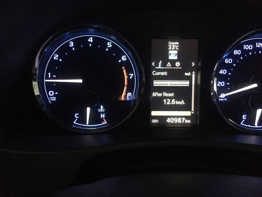 Bán Toyota Corolla Altis 2.0V 2017, màu trắng như mới (6)