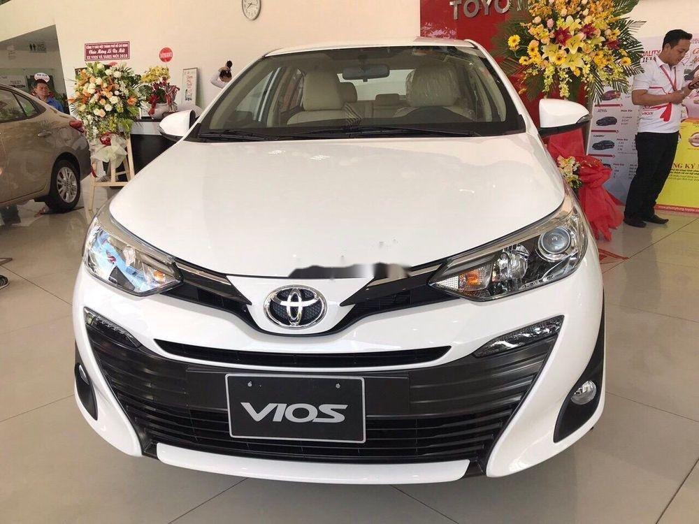 Cần bán Toyota Vios năm 2019, màu trắng. Ưu đãi lớn (1)