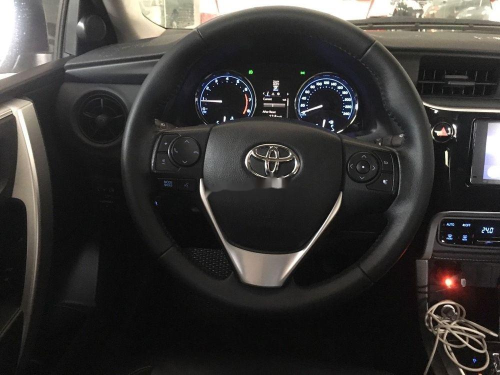 Bán Toyota Corolla Altis 2.0V 2017, màu trắng như mới (2)
