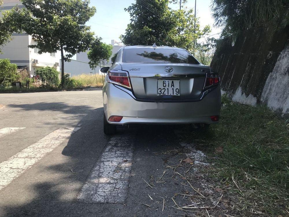 Bán Toyota Vios MT đời 2016, màu bạc (2)