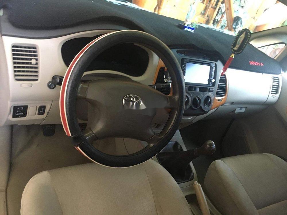 Cần bán Toyota Innova đời 2010, màu bạc còn mới (2)