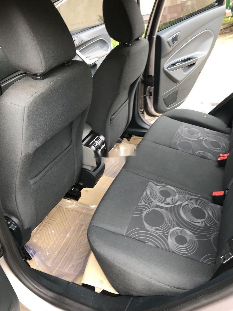 Cần bán xe Ford Fiesta đời 2012, màu vàng còn mới (3)