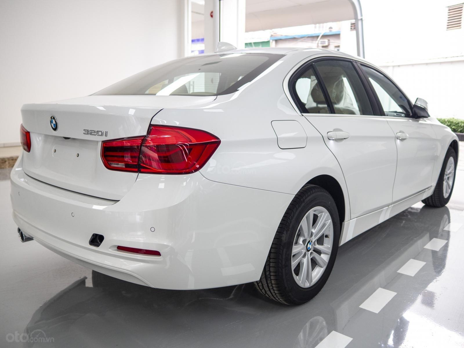 BMW 320i nhập Đức với siêu ưu đãi lớn lên đến 300 triệu, giá cực tốt tại thời điểm cuối năm (8)