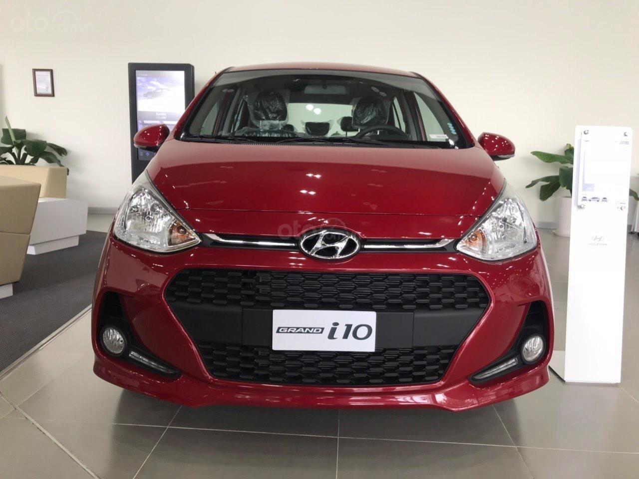 Bán Hyundai Grand i10 AT năm 2019, màu đỏ, tặng phụ kiện chính hãng cao cấp, có xe liền, hỗ trợ vay vốn ngân hàng (1)