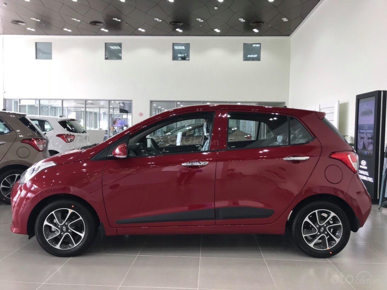 Bán Hyundai Grand i10 AT năm 2019, màu đỏ, tặng phụ kiện chính hãng cao cấp, có xe liền, hỗ trợ vay vốn ngân hàng (2)
