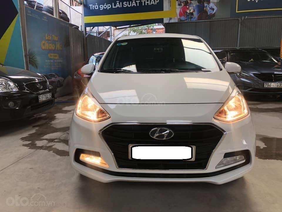 Bán Hyundai Grand i10 bản đủ đời 2019, sedan, màu trắng, đi ít (1)