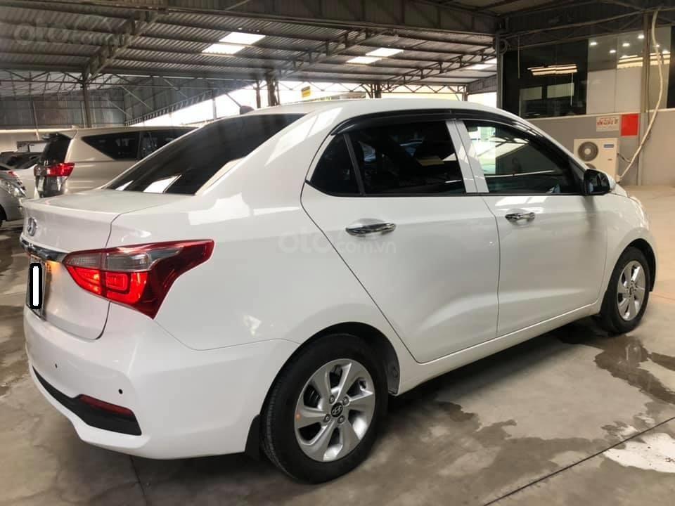 Bán Hyundai Grand i10 bản đủ đời 2019, sedan, màu trắng, đi ít (4)