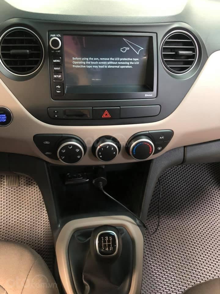 Bán Hyundai Grand i10 bản đủ đời 2019, sedan, màu trắng, đi ít (8)