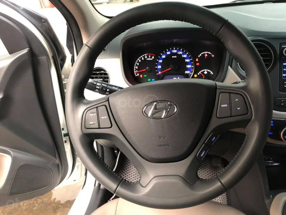Bán Hyundai Grand i10 bản đủ đời 2019, sedan, màu trắng, đi ít (11)