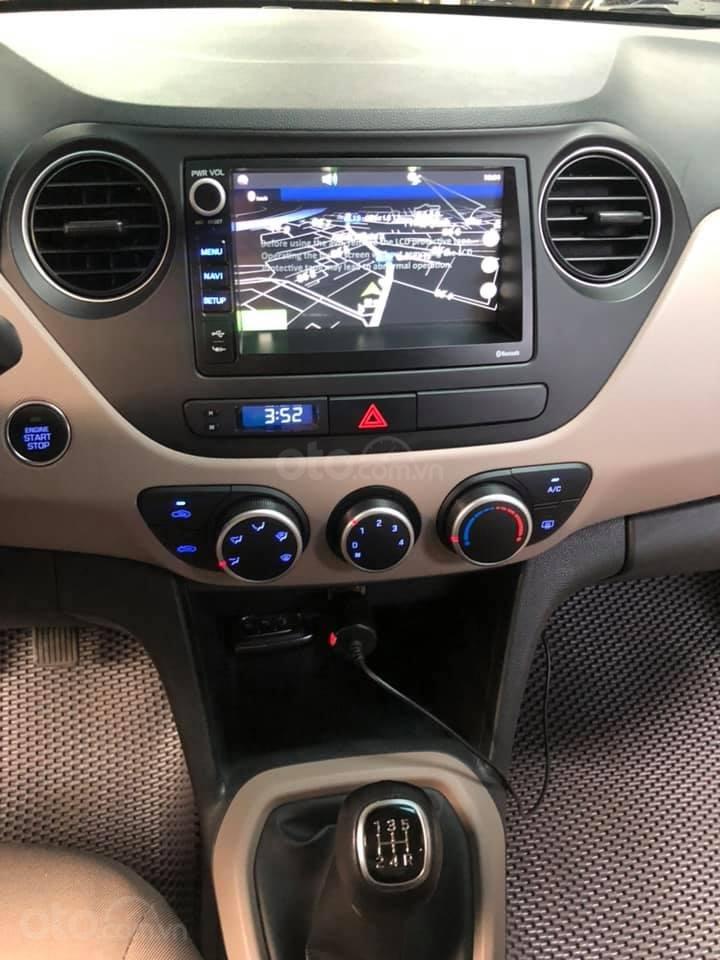 Bán Hyundai Grand i10 bản đủ đời 2019, sedan, màu trắng, đi ít (10)