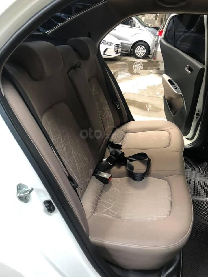 Bán Hyundai Grand i10 bản đủ đời 2019, sedan, màu trắng, đi ít (7)