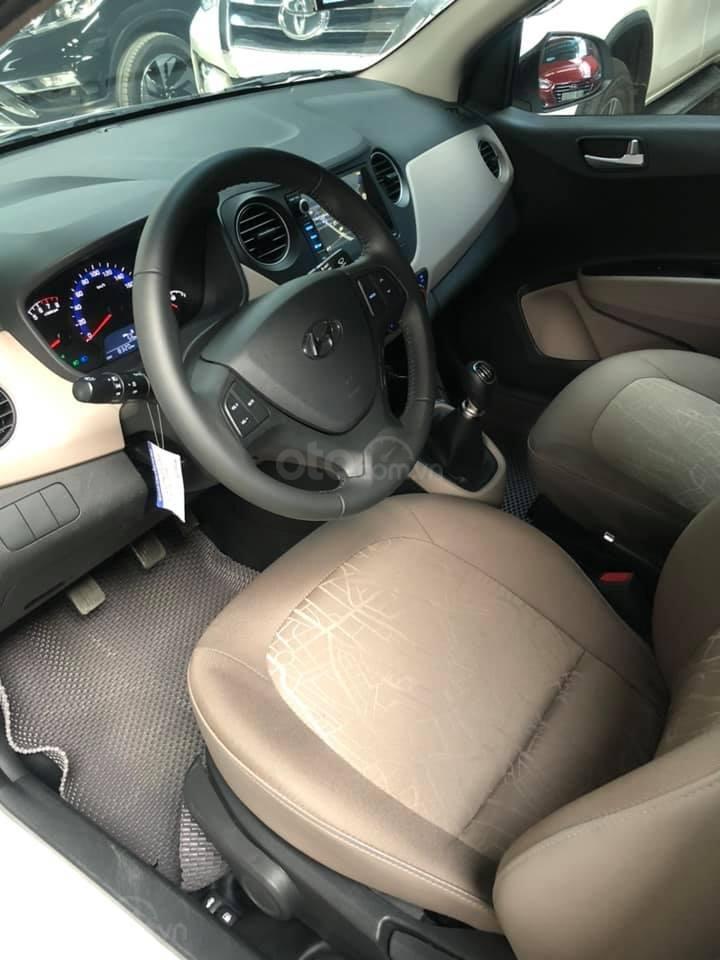 Bán Hyundai Grand i10 bản đủ đời 2019, sedan, màu trắng, đi ít (12)
