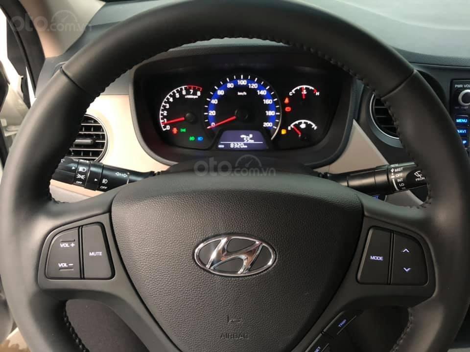 Bán Hyundai Grand i10 bản đủ đời 2019, sedan, màu trắng, đi ít (14)