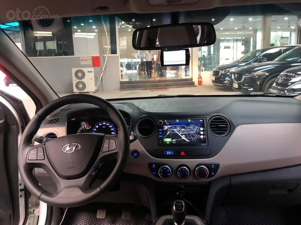 Bán Hyundai Grand i10 bản đủ đời 2019, sedan, màu trắng, đi ít (13)