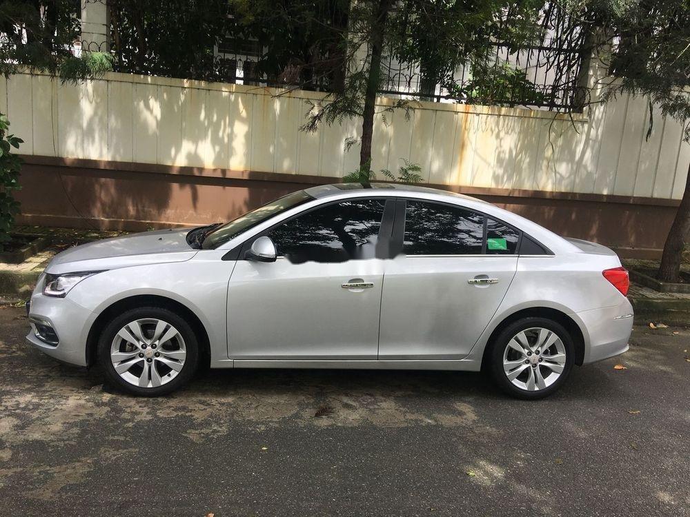 Cần bán Chevrolet Cruze sản xuất 2017, màu bạc (2)