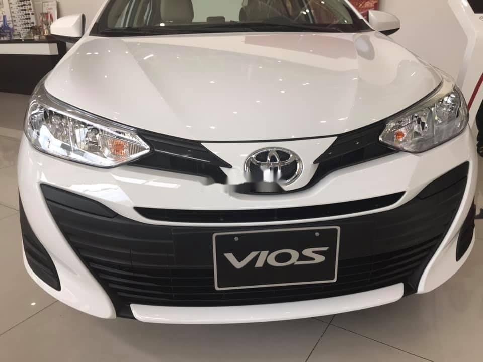 Cần bán Toyota Vios năm 2019, màu trắng giá cạnh tranh (1)