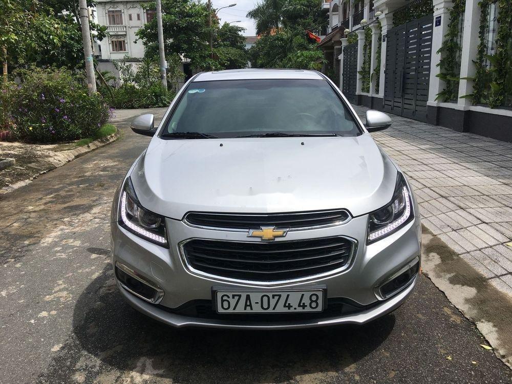 Cần bán Chevrolet Cruze sản xuất 2017, màu bạc (1)