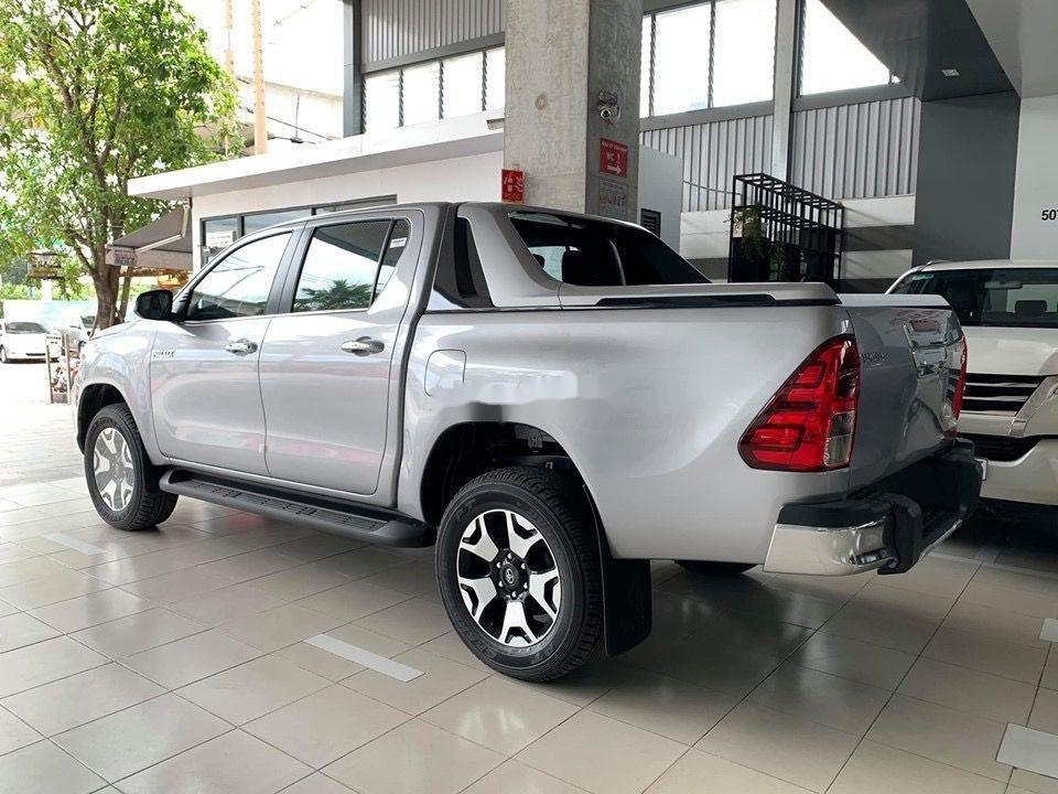 Bán Toyota Hilux đời 2019, màu bạc, nhập khẩu (3)