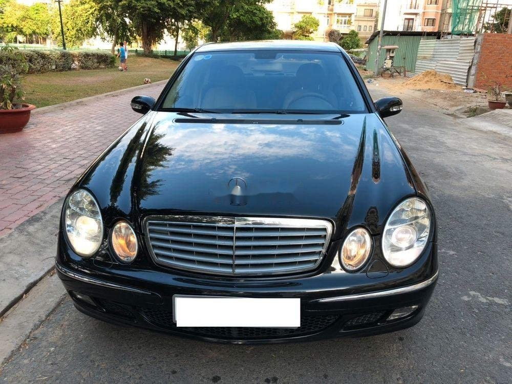 Bán xe Mercedes E class sản xuất năm 2004, giá chỉ 280 triệu (1)