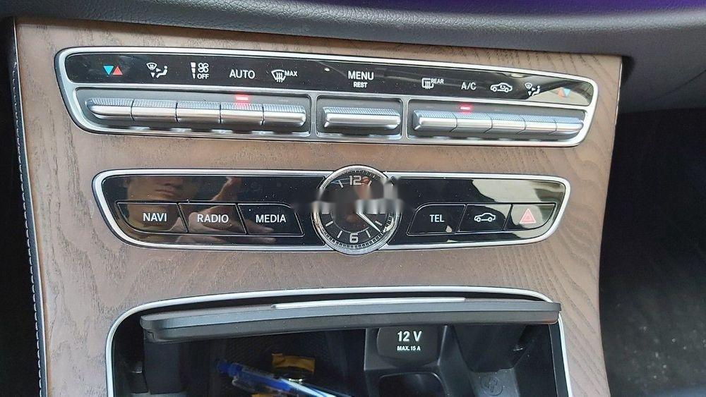 Cần bán xe Mercedes E class sản xuất năm 2018, màu đen còn mới (10)