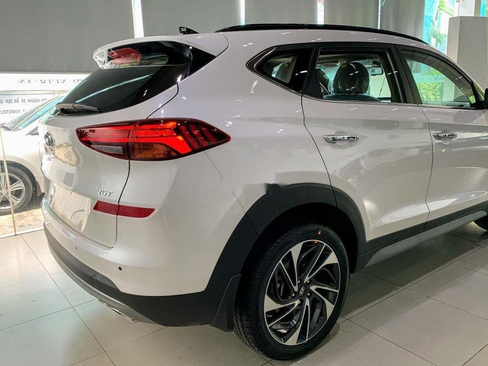 Bán Hyundai Tucson đời 2019, màu trắng, tặng gói phụ kiện (3)