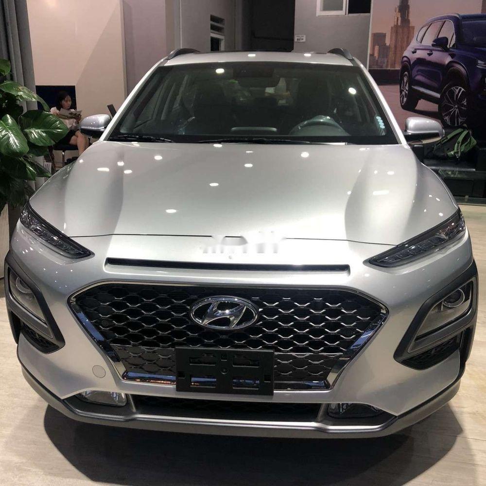 Cần bán xe Hyundai Kona sản xuất năm 2019, màu bạc, 606tr (2)