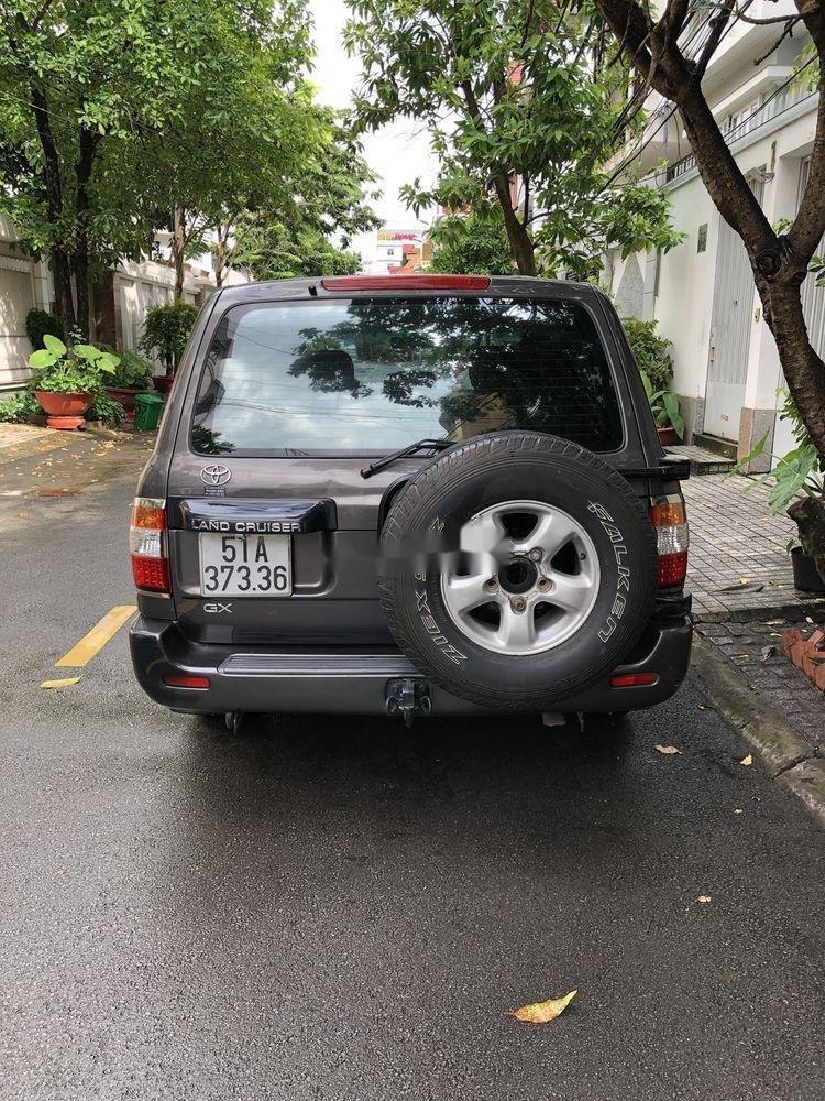 Bán Toyota Land Cruiser đời 2001, màu xám còn mới (5)