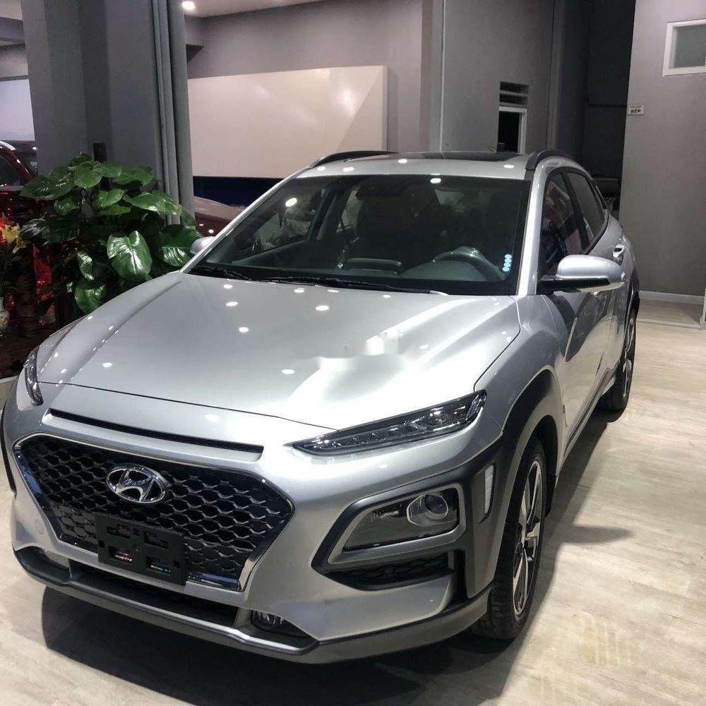 Cần bán xe Hyundai Kona sản xuất năm 2019, màu bạc, 606tr (1)