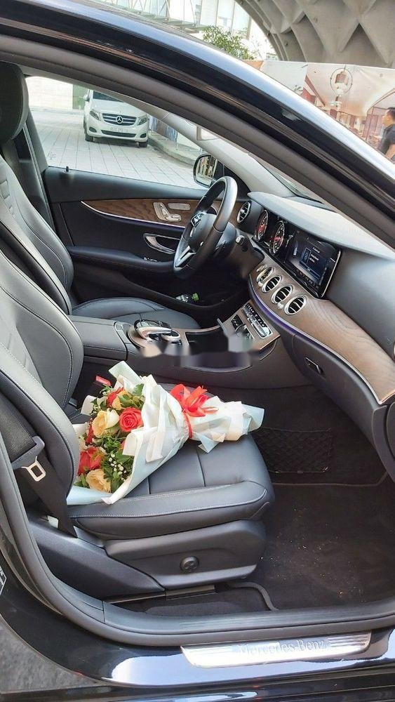 Cần bán xe Mercedes E class sản xuất năm 2018, màu đen còn mới (6)