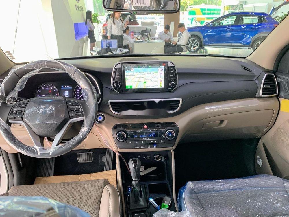 Bán Hyundai Tucson đời 2019, màu trắng, tặng gói phụ kiện (5)