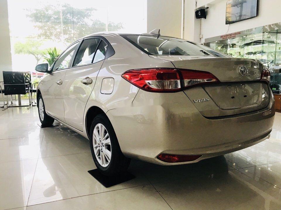 Cần bán Toyota Vios sản xuất năm 2019, màu vàng cát (3)